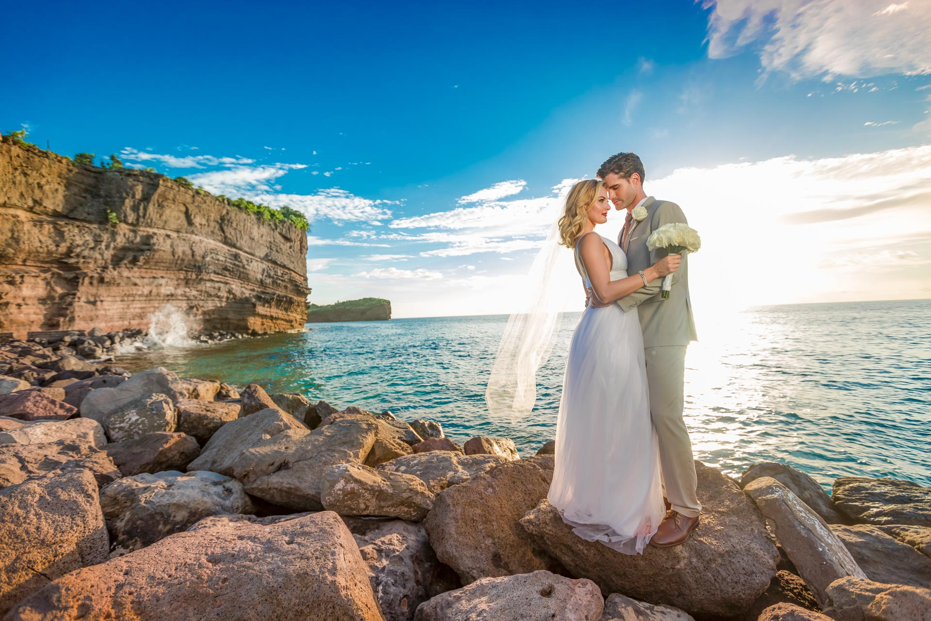 Elopement wedding on a cliff