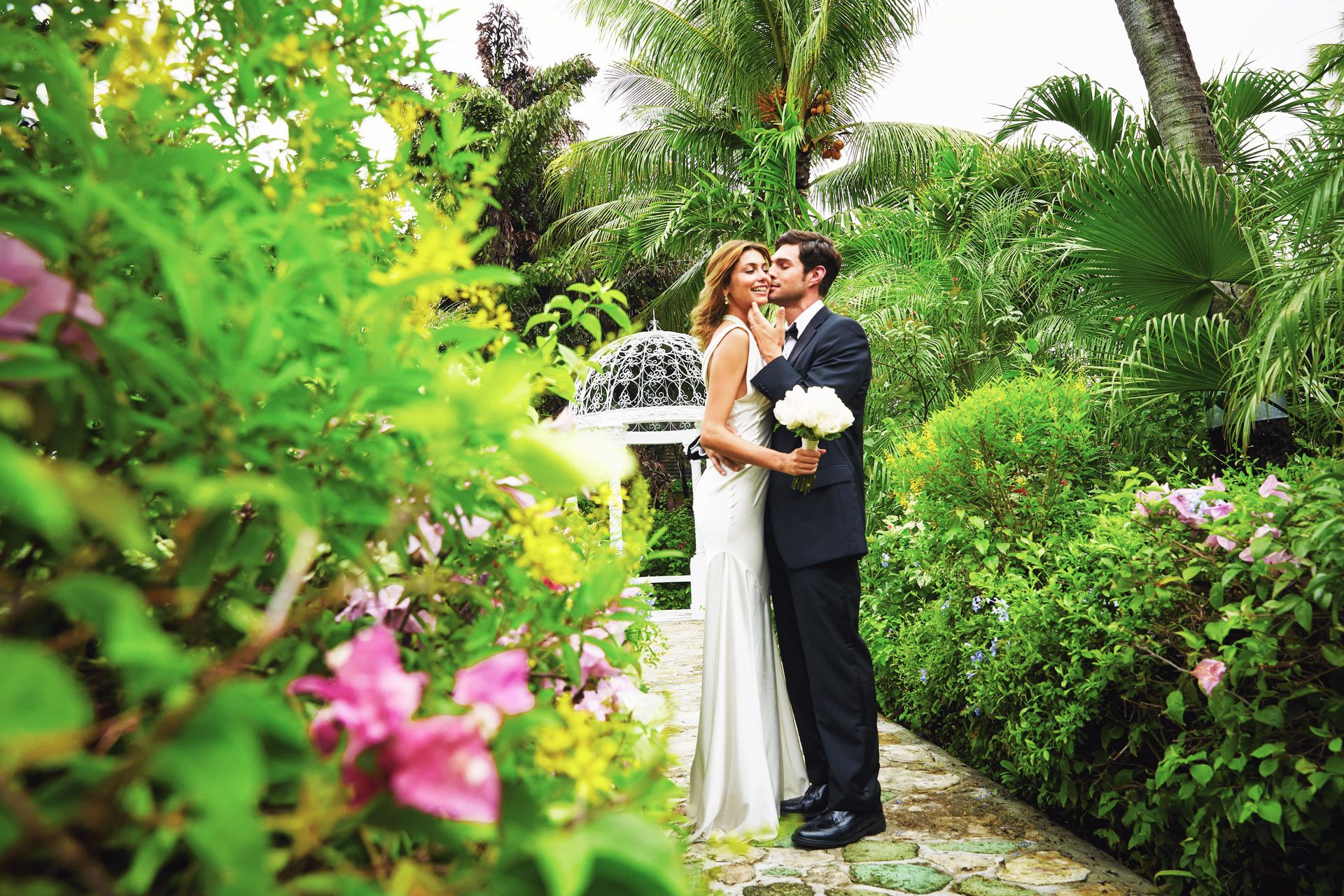 Wedding photo in garden