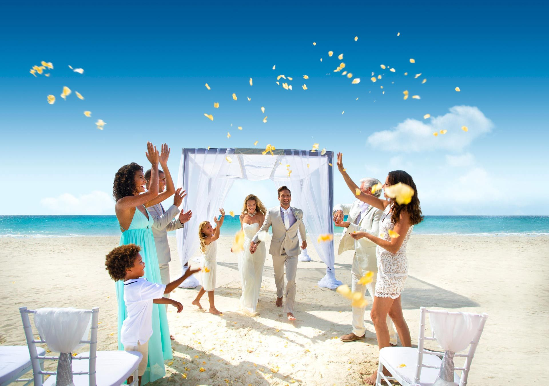 Beach Wedding: Inspiration, Venues & Tips from Experts