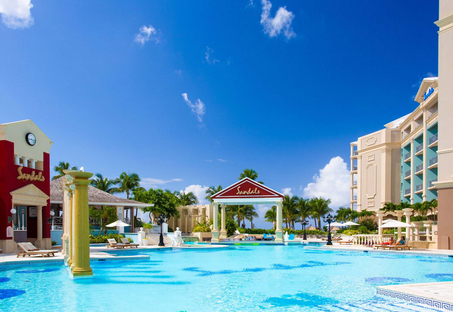 sandals royal bahamian swim up bar