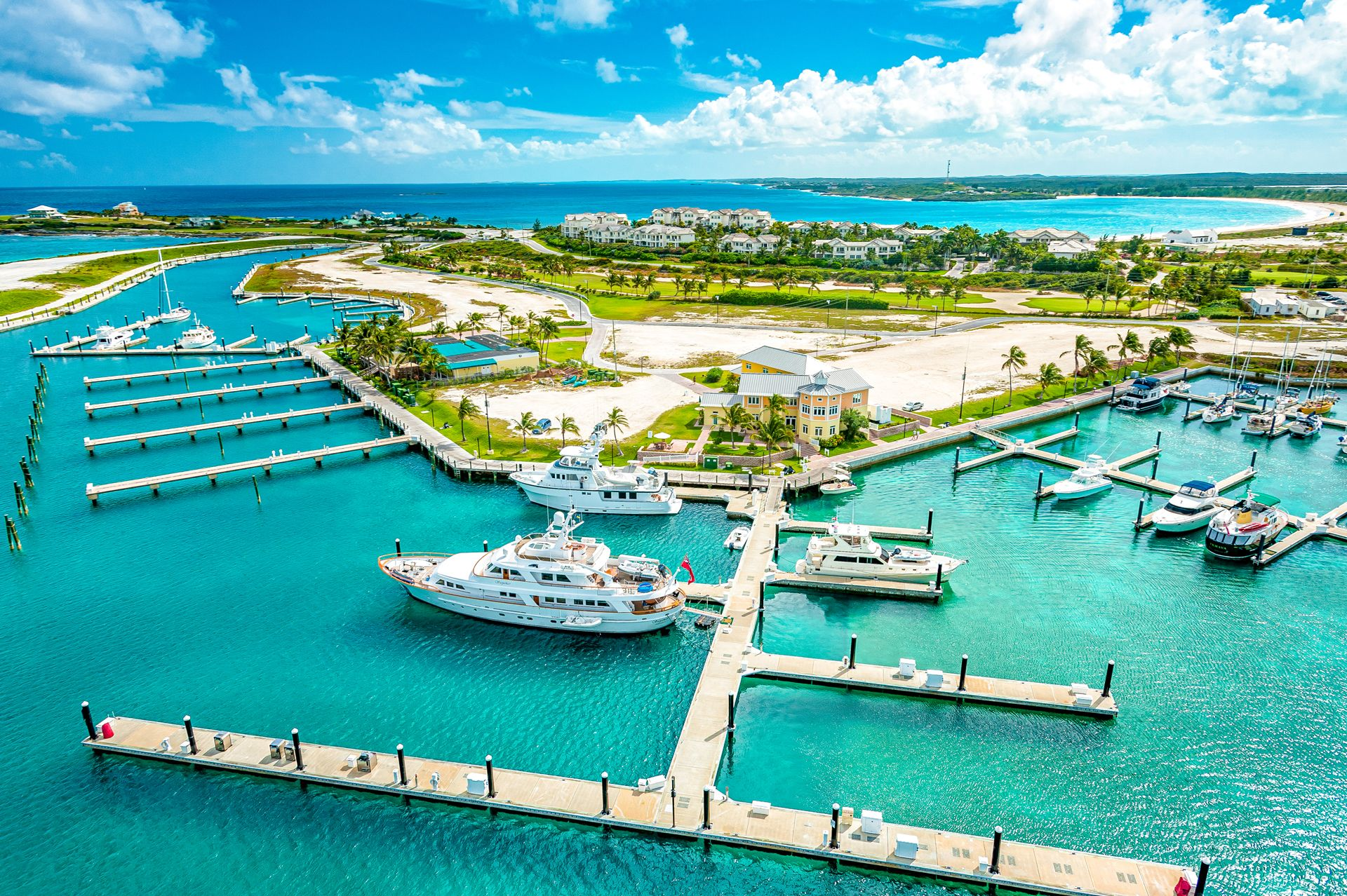 Is the Bahamas expensive compared to the US? A complete overview.