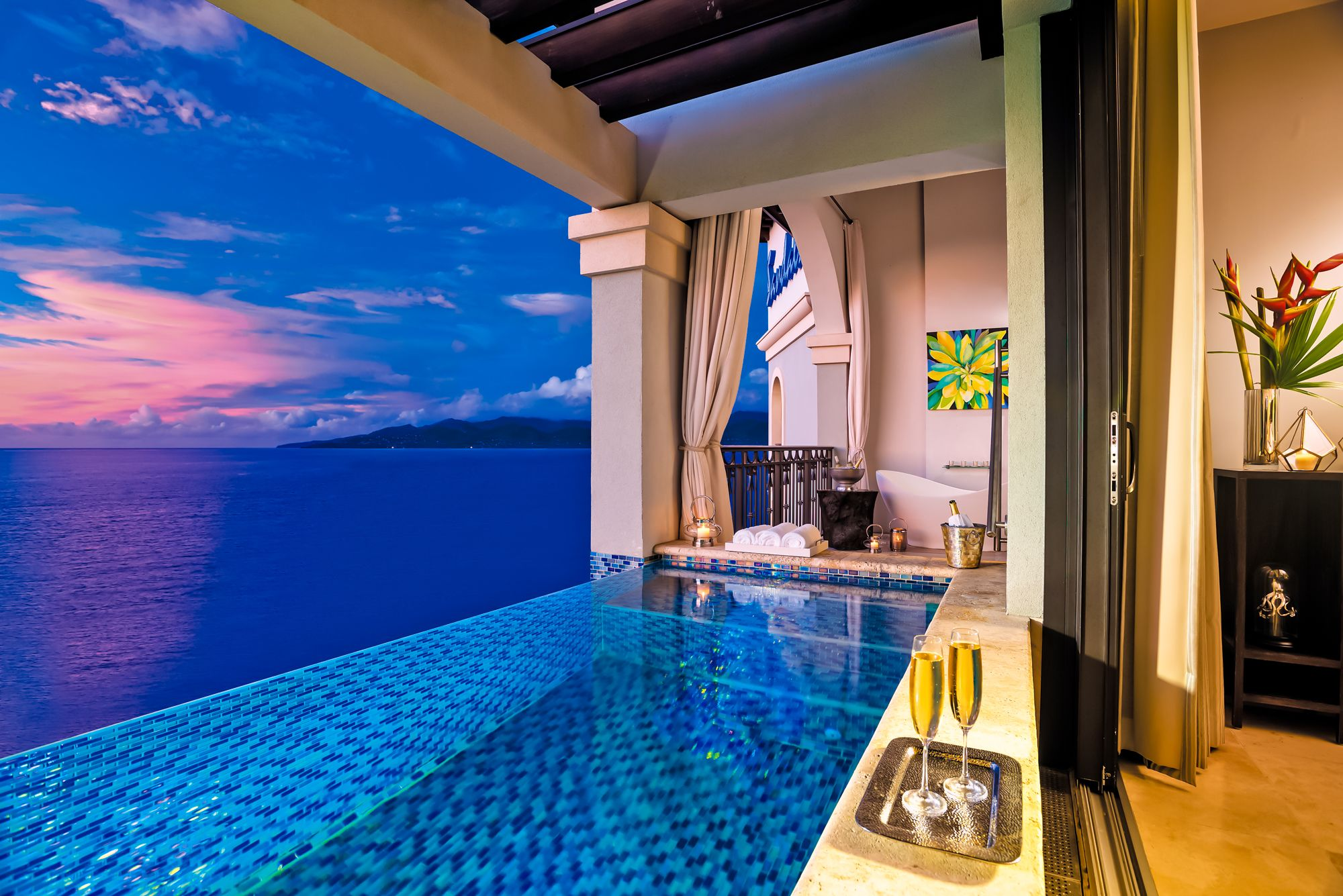 Sandals-Grenada-suite-Skypool